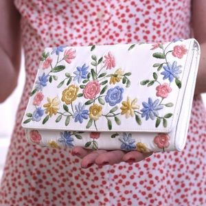 White clutch embroidered with flowers